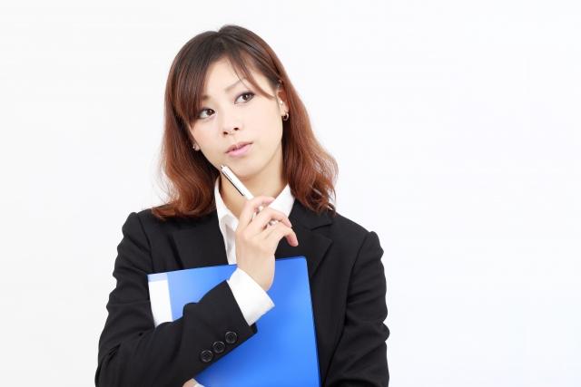 時効援用と債務整理を悩む女性