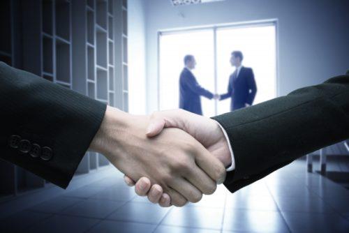 東京ロータス法律事務所と握手